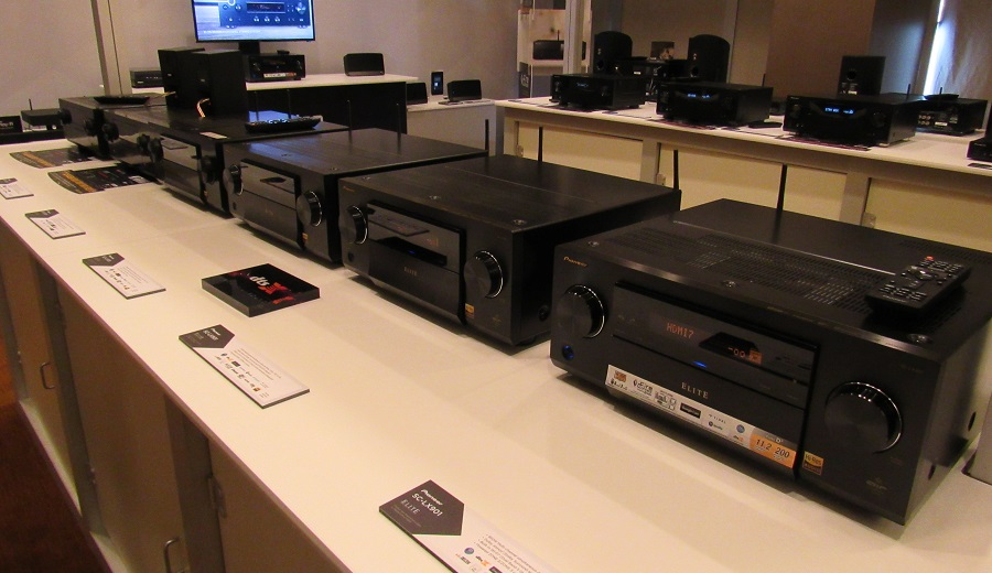 pioneer 39 s new receivers at cedia full screen image. Black Bedroom Furniture Sets. Home Design Ideas