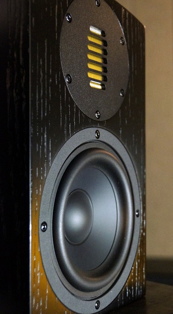 The Air Motion Cinema 5 Bookshelf Speakers Are A 2 Way Design Using 525 Woofer And An AMT Tweeter It Should Be Said Here That This Speaker Does Not Use