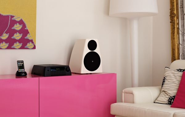 Meridian+DSP3200+Digital+Active+Speakers+and+Audio+Core+200+Preview